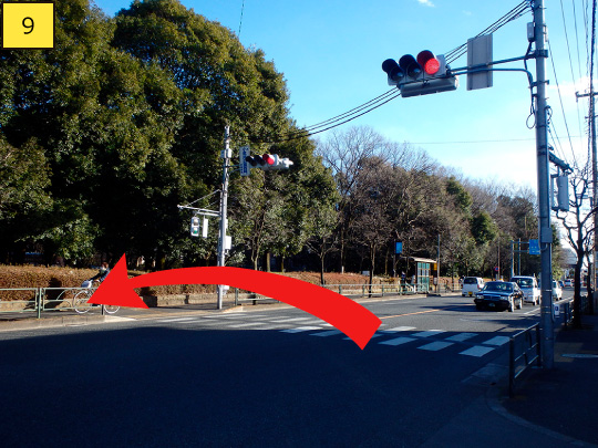 ⑨Walk about 20m, you can see pedestrian crossing, so go across it and turn left.